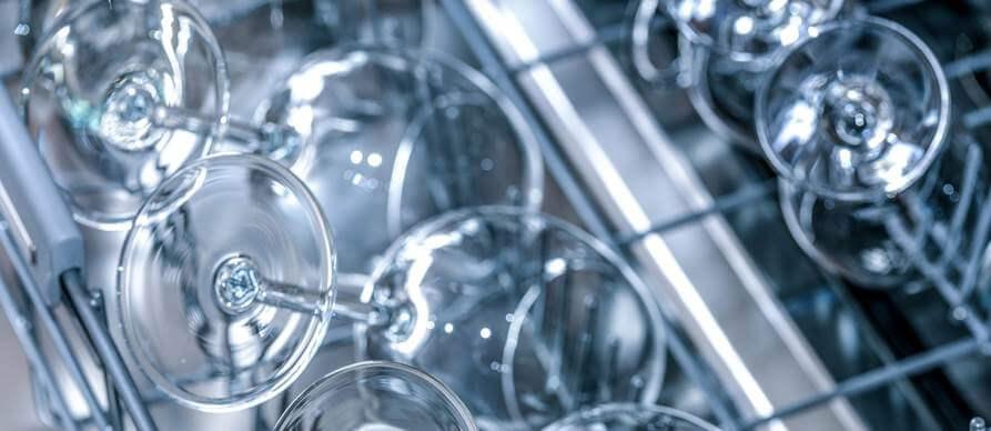 čaše u mašini za sudove