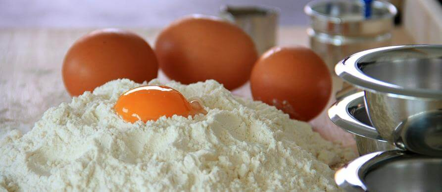 Brašno i jaja za kolače