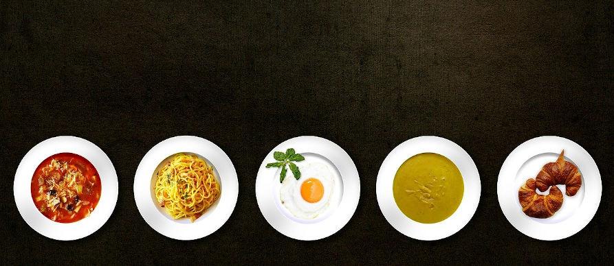 jela servirana u tanjirima