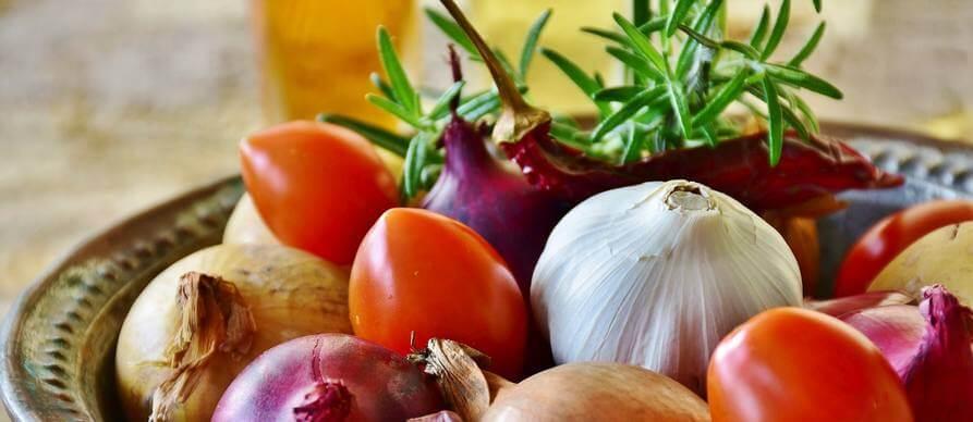 raznovrsno povrće u činiji