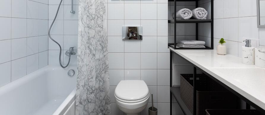 prikaz kupatila sa kadom, wc šoljom i lavaboom